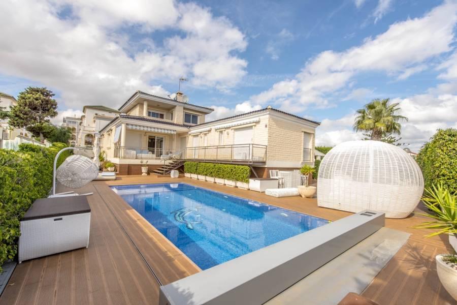 Torrevieja,Alicante,España,4 Bedrooms Bedrooms,5 BathroomsBathrooms,Chalets,40006