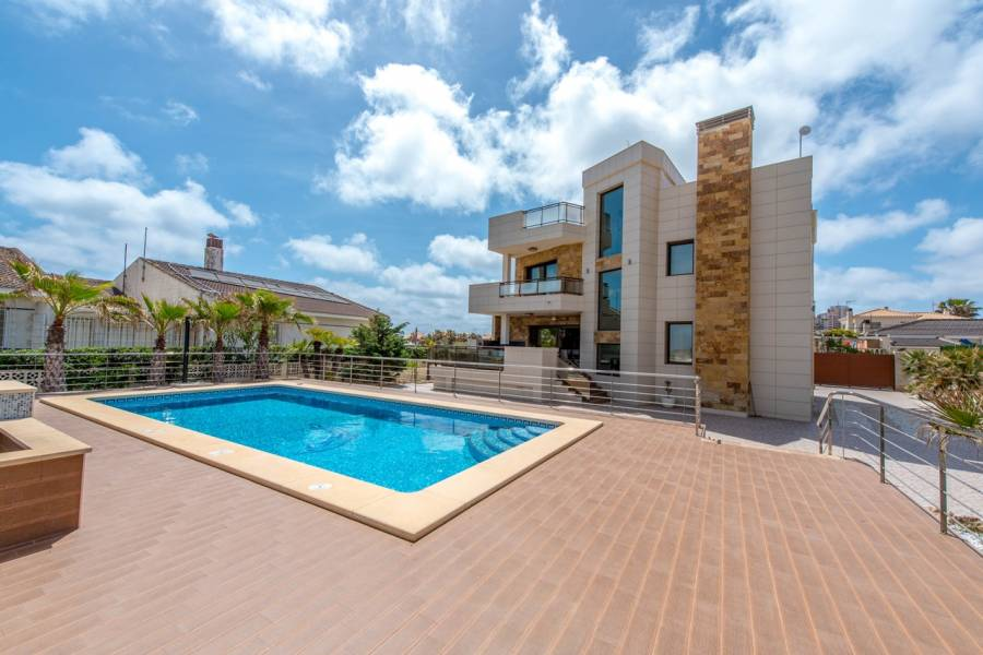 Torrevieja,Alicante,España,5 Bedrooms Bedrooms,5 BathroomsBathrooms,Chalets,40022