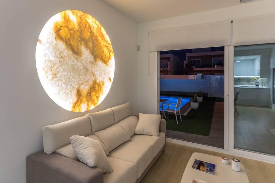Pilar de la Horadada,Alicante,España,3 Bedrooms Bedrooms,2 BathroomsBathrooms,Chalets,40162