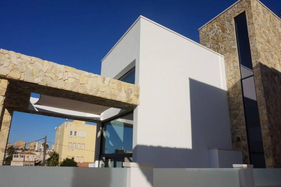 Torrevieja,Alicante,España,4 Bedrooms Bedrooms,4 BathroomsBathrooms,Chalets,40167