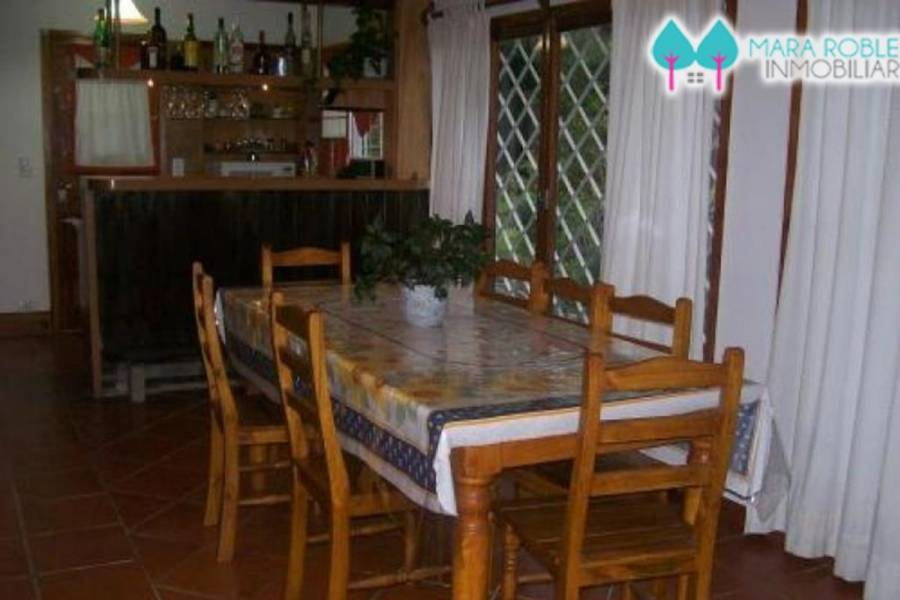Pinamar,Buenos Aires,Argentina,4 Bedrooms Bedrooms,1 BañoBathrooms,Casas,SILFIDES,4461