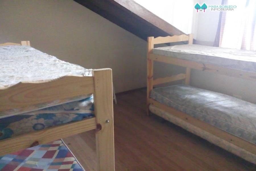 Pinamar,Buenos Aires,Argentina,8 Bedrooms Bedrooms,4 BathroomsBathrooms,Casas,SILFIDES Y TRIDENTE,4462