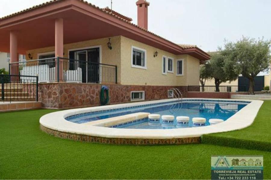 Pilar de la Horadada,Alicante,España,4 Bedrooms Bedrooms,3 BathroomsBathrooms,Chalets,40206
