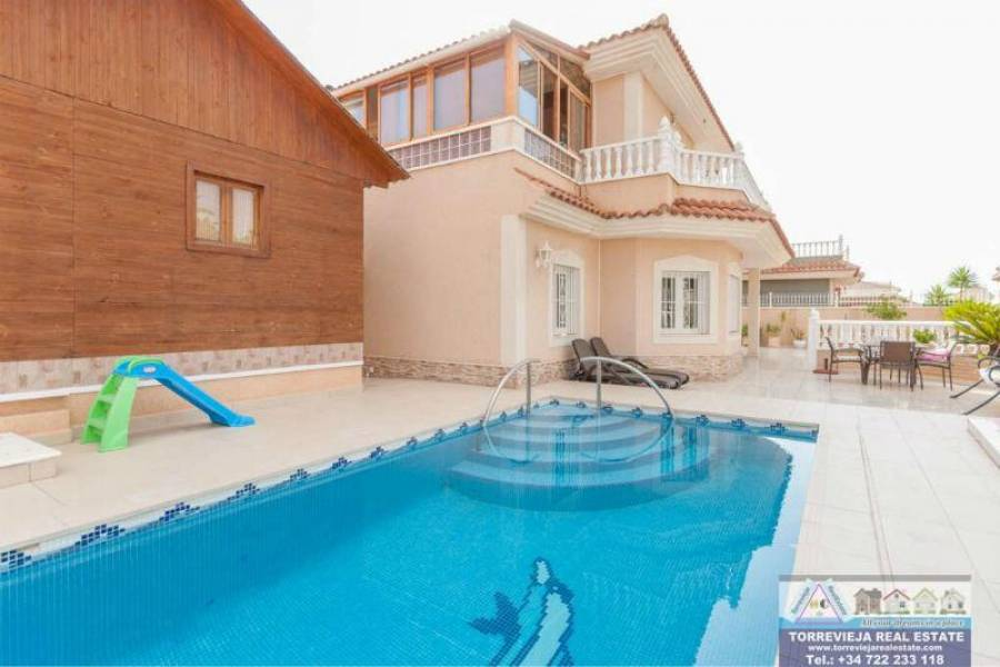 Torrevieja,Alicante,España,5 Bedrooms Bedrooms,5 BathroomsBathrooms,Chalets,40210
