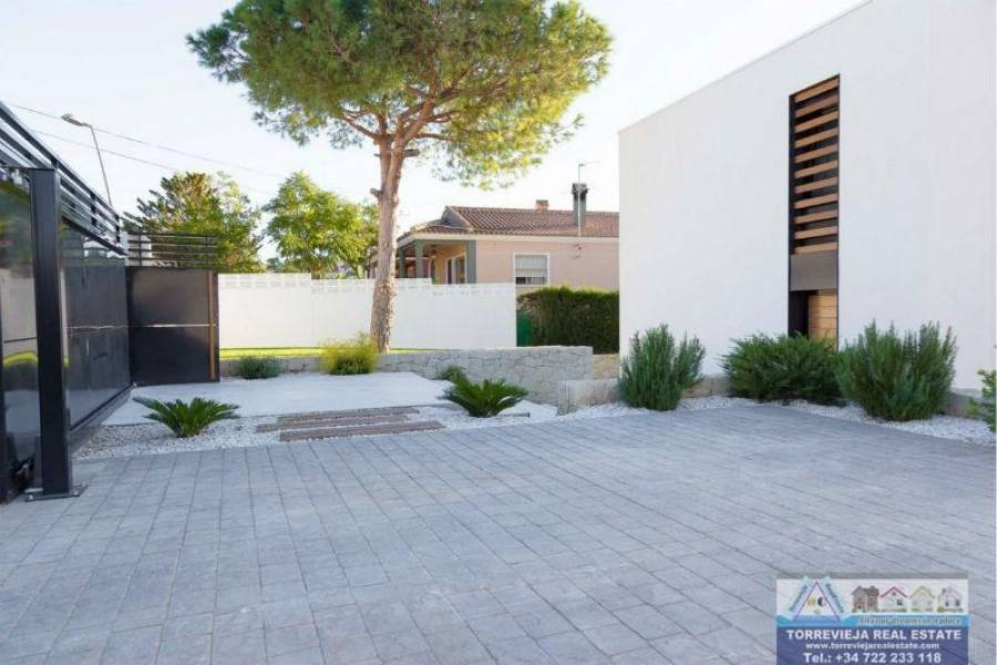 Torrevieja,Alicante,España,4 Bedrooms Bedrooms,3 BathroomsBathrooms,Chalets,40240