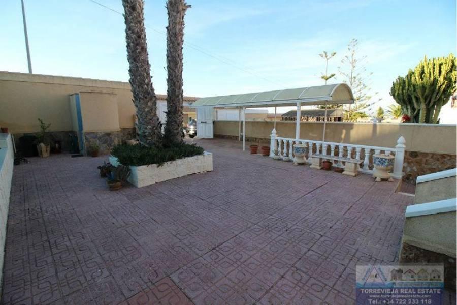 Torrevieja,Alicante,España,4 Bedrooms Bedrooms,3 BathroomsBathrooms,Chalets,40266