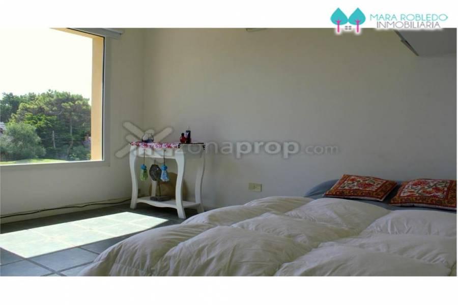 Pinamar,Buenos Aires,Argentina,5 Bedrooms Bedrooms,5 BathroomsBathrooms,Casas,AV. LIBERTADOR,4470