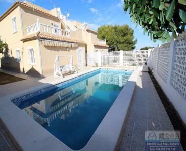 Torrevieja,Alicante,España,4 Bedrooms Bedrooms,2 BathroomsBathrooms,Chalets,40283
