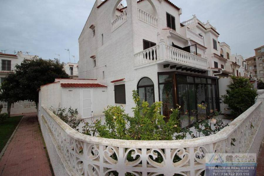 Torrevieja,Alicante,España,3 Bedrooms Bedrooms,3 BathroomsBathrooms,Chalets,40300