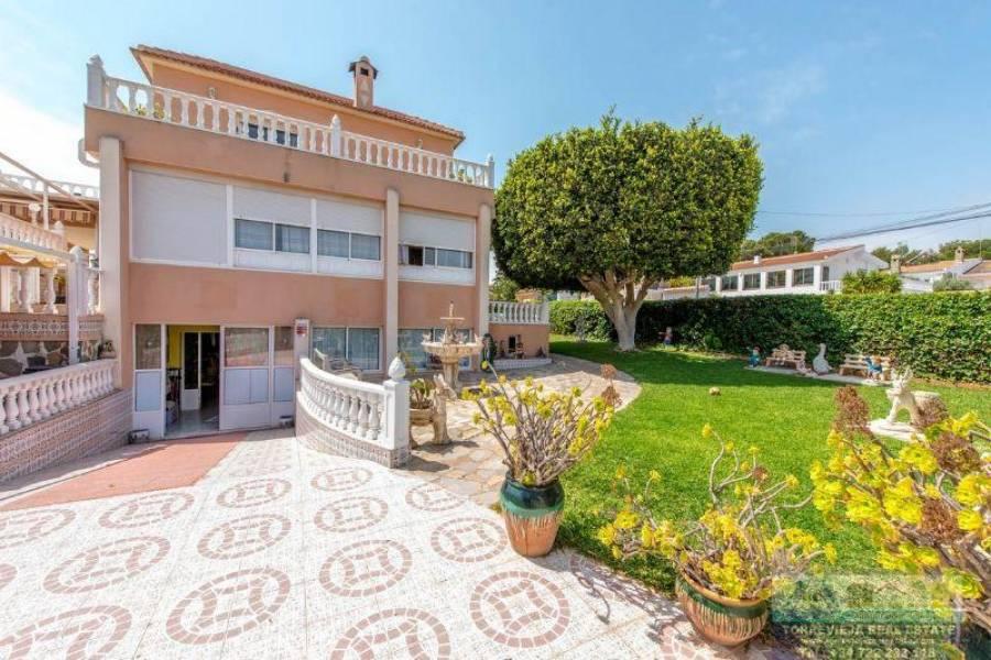 Torrevieja,Alicante,España,6 Bedrooms Bedrooms,3 BathroomsBathrooms,Chalets,40301
