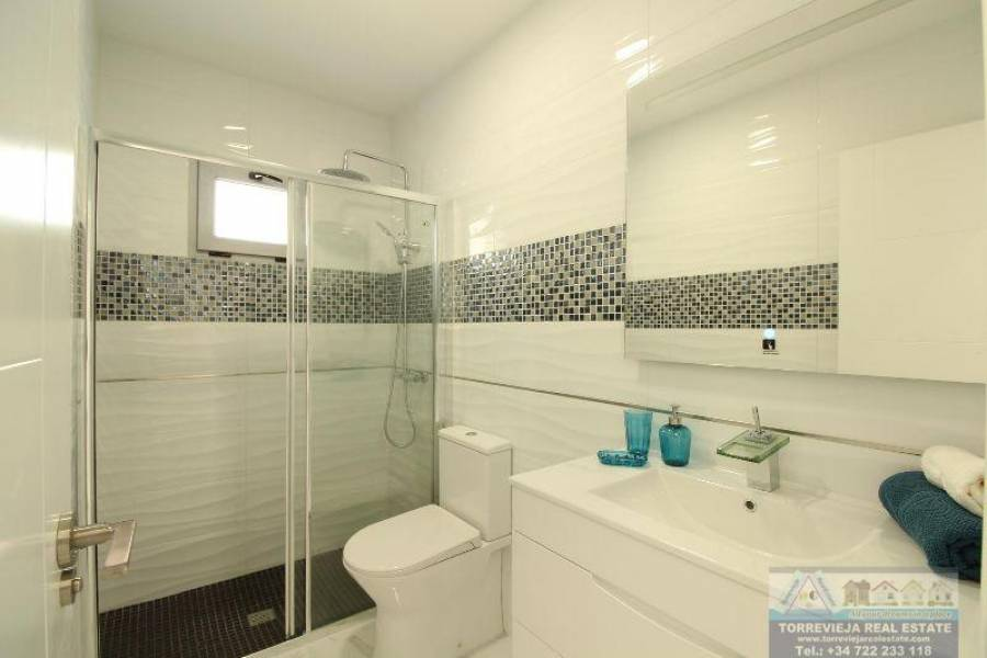 Orihuela Costa,Alicante,España,3 Bedrooms Bedrooms,2 BathroomsBathrooms,Chalets,40305