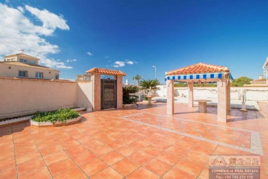 Torrevieja,Alicante,España,3 Bedrooms Bedrooms,3 BathroomsBathrooms,Chalets,40356