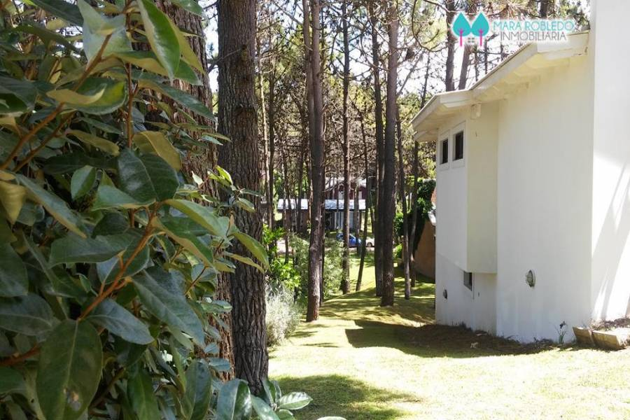 Pinamar,Buenos Aires,Argentina,3 Bedrooms Bedrooms,3 BathroomsBathrooms,Casas,ITACA,4485