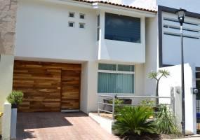 Zapopan, Jalisco, Mexico, 3 Bedrooms Bedrooms, ,2 BathroomsBathrooms,Casas,Venta, Circuito al Bosque,40957