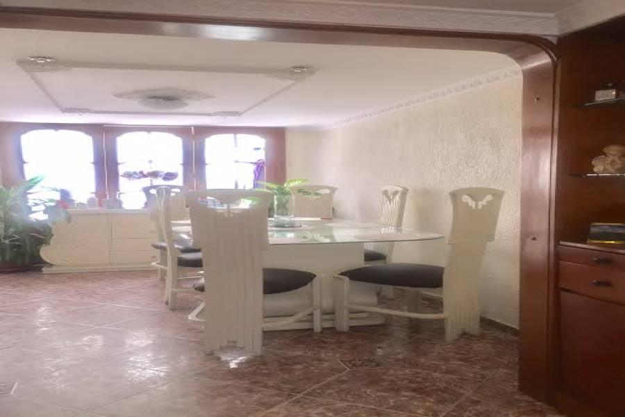 Bogotá D.C, Cundinamarca, Colombia, 4 Bedrooms Bedrooms, ,2 BathroomsBathrooms,Casas,Venta,CARRERA 72 A ,41160