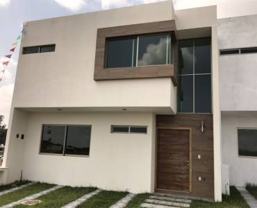 Zapopan, Jalisco, Mexico, 4 Bedrooms Bedrooms, ,3 BathroomsBathrooms,Casas,Venta,Av. Río Blanco,2,41177