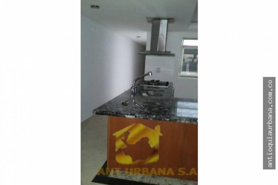 Envigado, Antioquia, Colombia, 3 Bedrooms Bedrooms, ,2 BathroomsBathrooms,Casas,Venta,CARRERA 43 - 38SUR 101,41231