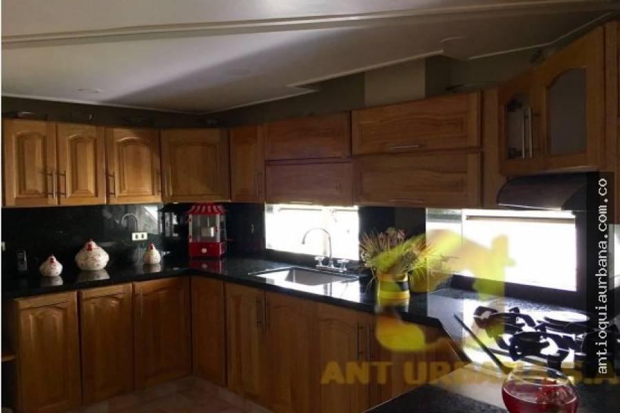 Envigado, Antioquia, Colombia, 4 Bedrooms Bedrooms, ,4 BathroomsBathrooms,Casas,Venta,CALLE 36D SUR,41234
