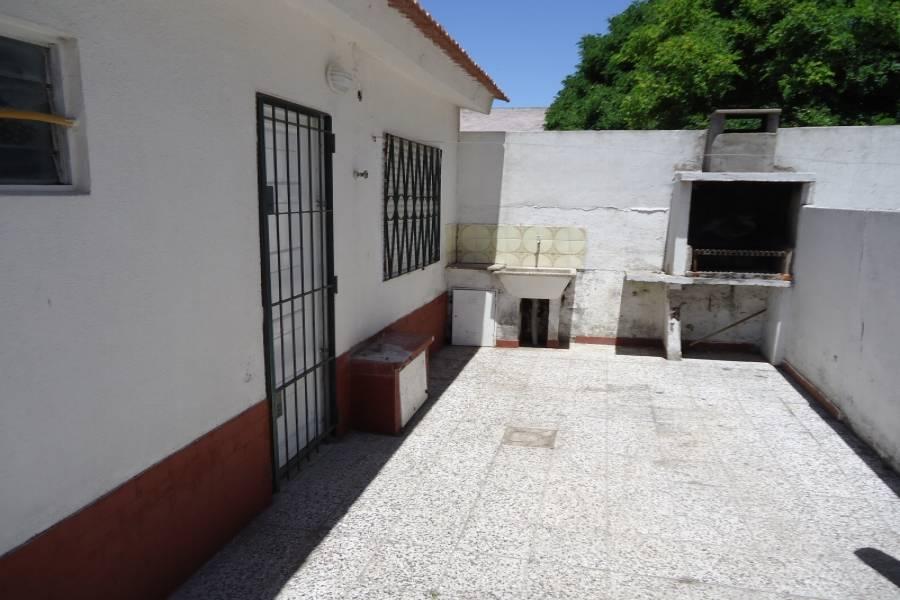Santa Teresita, Buenos Aires, Argentina, 2 Bedrooms Bedrooms, ,1 BañoBathrooms,PH Tipo Casa,Temporario,4,41269