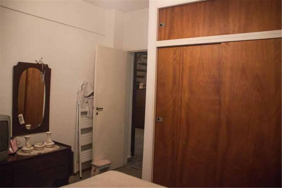 Liniers, Buenos Aires, Argentina, 2 Bedrooms Bedrooms, ,1 BañoBathrooms,PH Tipo Casa,Venta,PASAJE TOMAS VALENCIA,1,41312