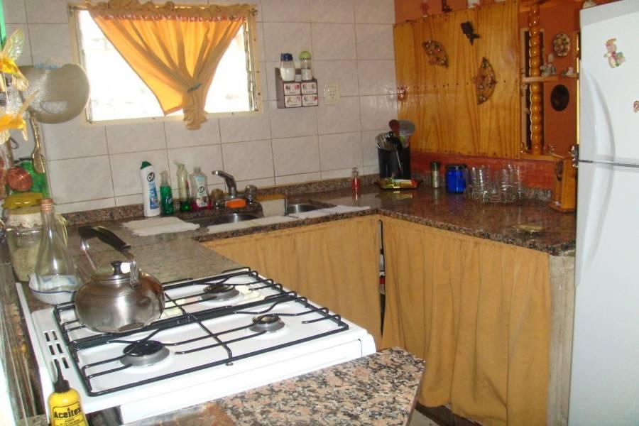 Villa Lugano, Buenos Aires, Argentina, 4 Bedrooms Bedrooms, ,1 BañoBathrooms,Casas,Venta,Fonrouge,41328