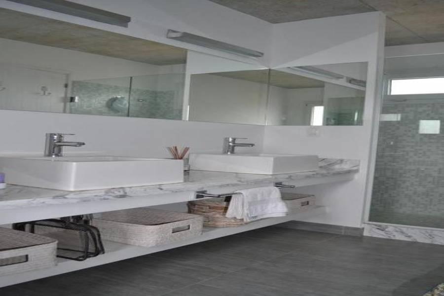Punta del Este, Maldonado, Uruguay, 4 Bedrooms Bedrooms, ,3 BathroomsBathrooms,Casas,Temporario,41431