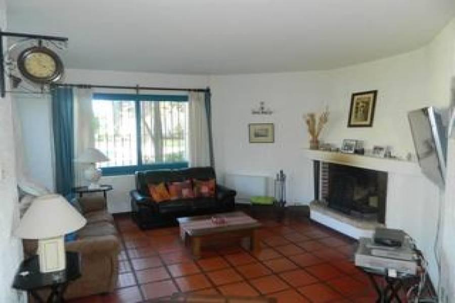 Punta del Este, Maldonado, Uruguay, 4 Bedrooms Bedrooms, ,3 BathroomsBathrooms,Casas,Temporario,41439