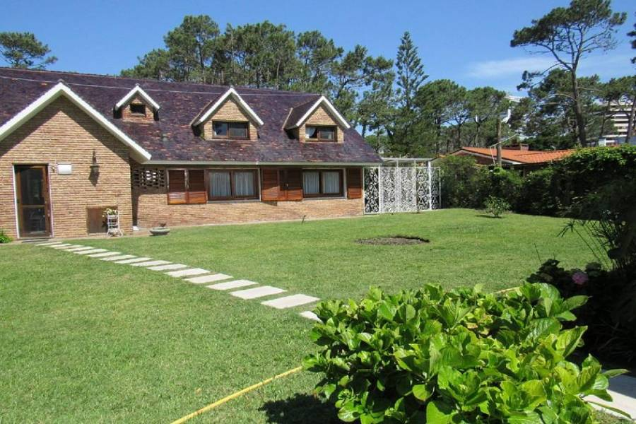 Punta del Este, Maldonado, Uruguay, 6 Bedrooms Bedrooms, ,3 BathroomsBathrooms,Casas,Temporario,41440