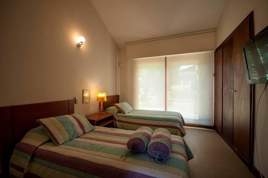 Punta del Este, Maldonado, Uruguay, 4 Bedrooms Bedrooms, ,4 BathroomsBathrooms,Casas,Temporario,41580