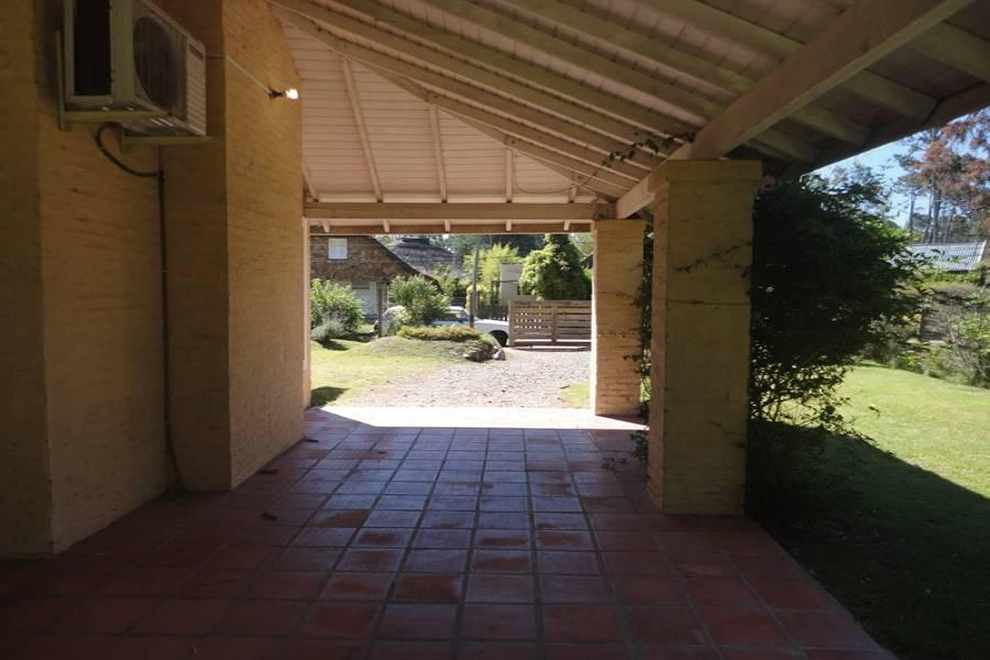 Pinares, Maldonado, Uruguay, 3 Bedrooms Bedrooms, ,2 BathroomsBathrooms,Casas,Temporario,41608