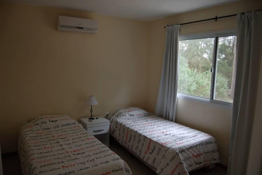 Punta del Este, Maldonado, Uruguay, 4 Bedrooms Bedrooms, ,2 BathroomsBathrooms,Casas,Temporario,41633