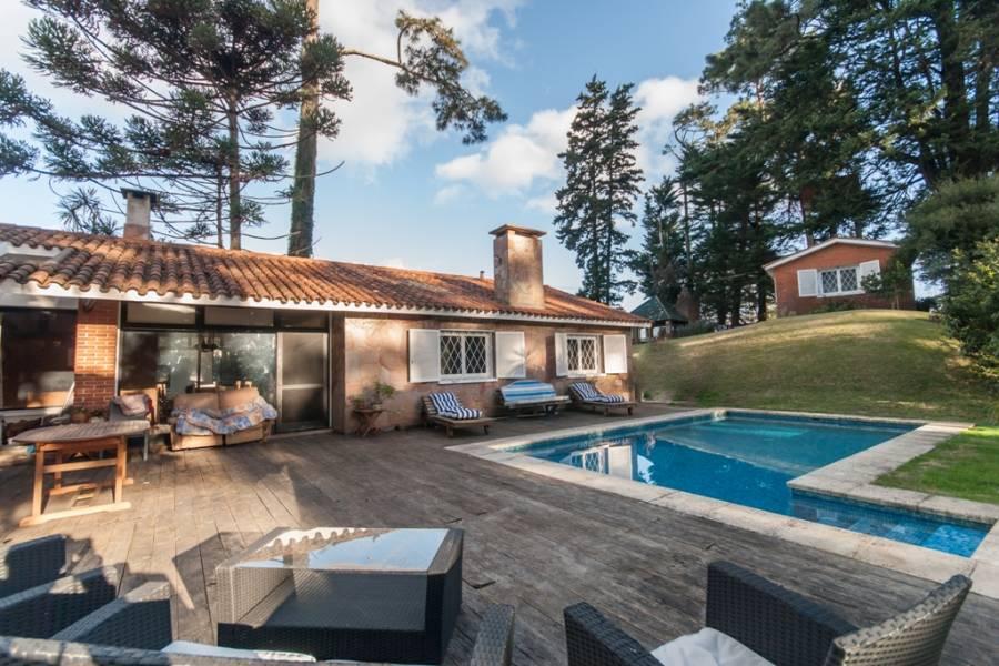 Punta del Este, Maldonado, Uruguay, 5 Bedrooms Bedrooms, ,3 BathroomsBathrooms,Casas,Venta,41663