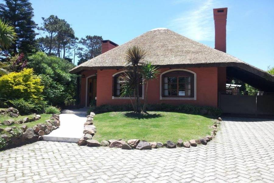Punta del Este, Maldonado, Uruguay, 4 Bedrooms Bedrooms, ,3 BathroomsBathrooms,Casas,Temporario,41694