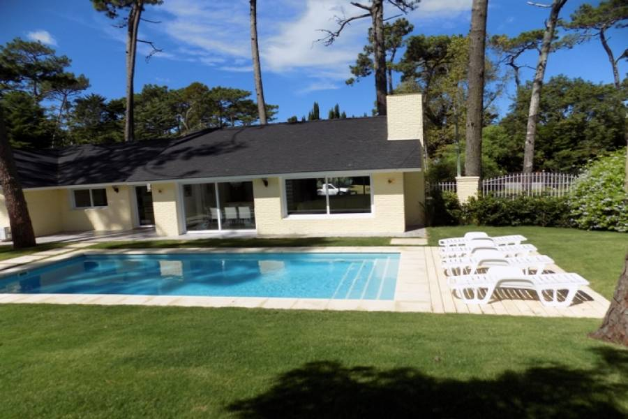 Punta del Este, Maldonado, Uruguay, 4 Bedrooms Bedrooms, ,3 BathroomsBathrooms,Casas,Temporario,41696