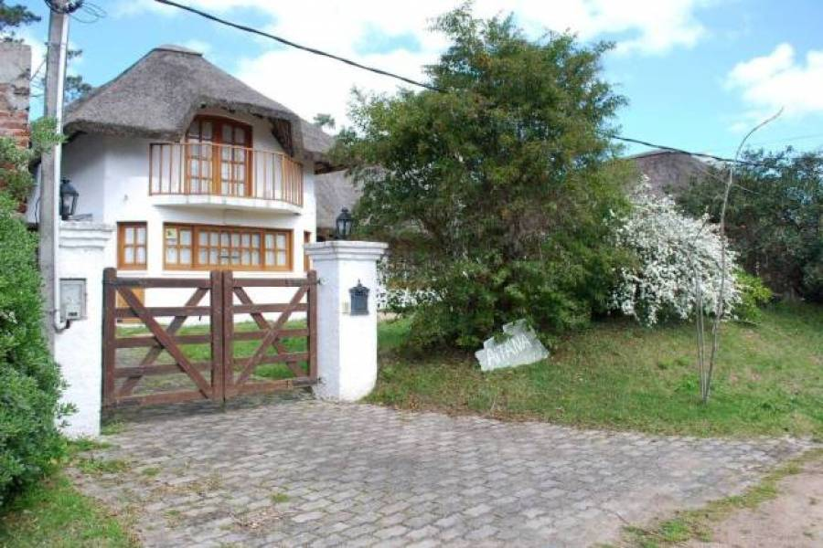 Punta del Este, Maldonado, Uruguay, 3 Bedrooms Bedrooms, ,2 BathroomsBathrooms,Casas,Temporario,41736