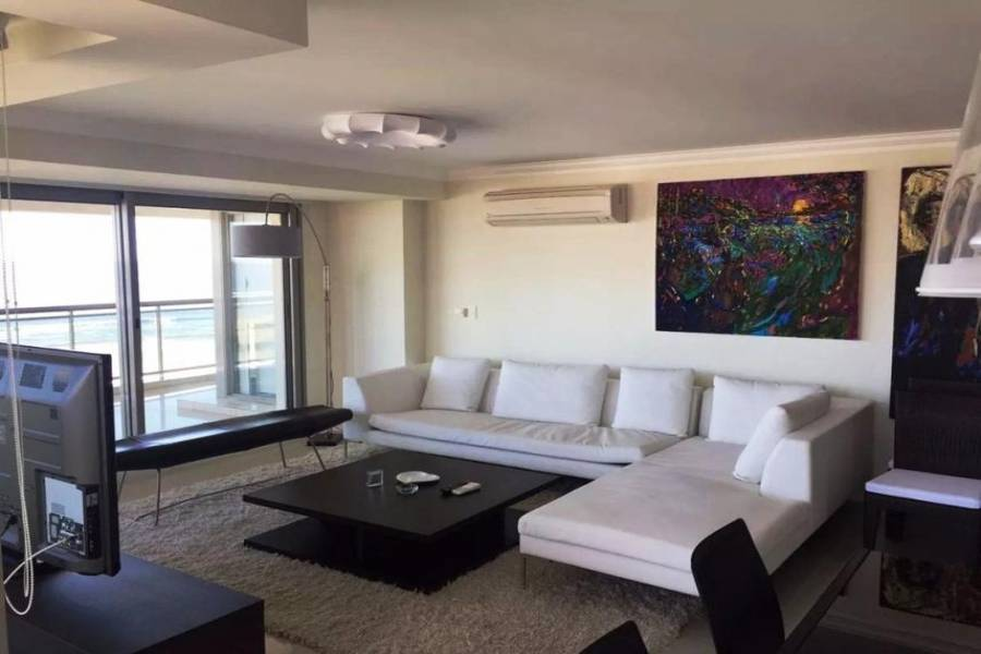 Punta del Este, Maldonado, Uruguay, 4 Bedrooms Bedrooms, ,4 BathroomsBathrooms,Apartamentos,Venta,41748