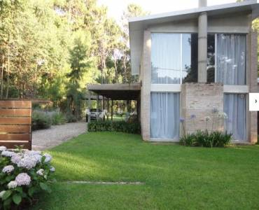 Punta del Este, Maldonado, Uruguay, 2 Bedrooms Bedrooms, ,2 BathroomsBathrooms,Casas,Temporario,41759