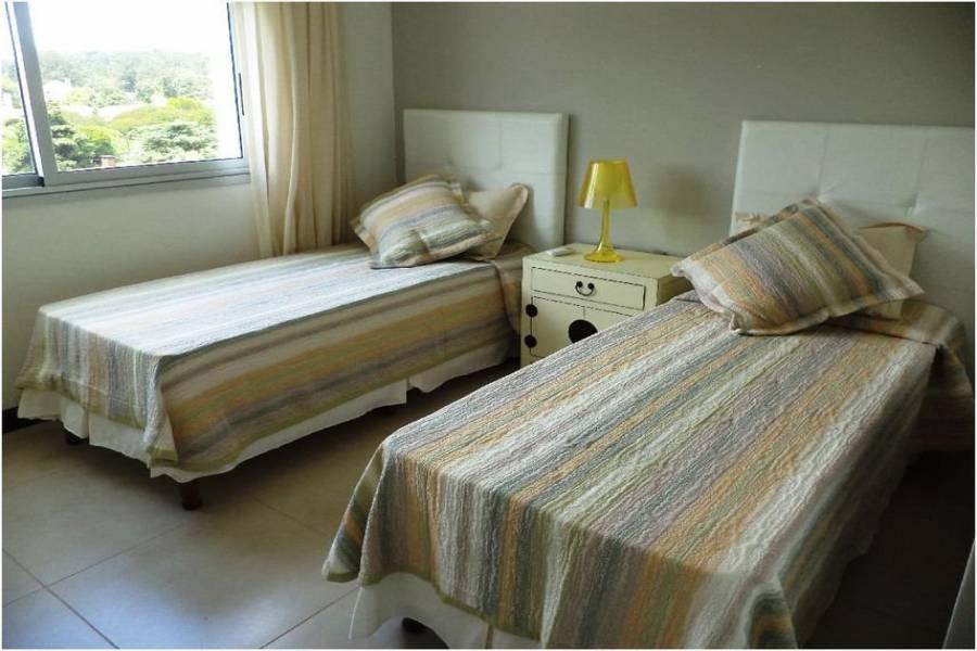 Punta del Este, Maldonado, Uruguay, 4 Bedrooms Bedrooms, ,4 BathroomsBathrooms,Apartamentos,Venta,41767