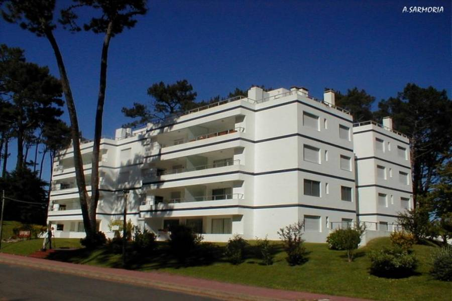 Punta del Este, Maldonado, Uruguay, 2 Bedrooms Bedrooms, ,1 BañoBathrooms,Apartamentos,Venta,41804