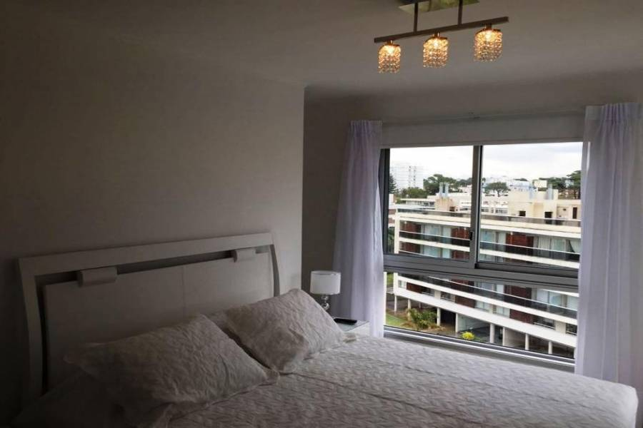 Punta del Este, Maldonado, Uruguay, 2 Bedrooms Bedrooms, ,1 BañoBathrooms,Apartamentos,Venta,41823