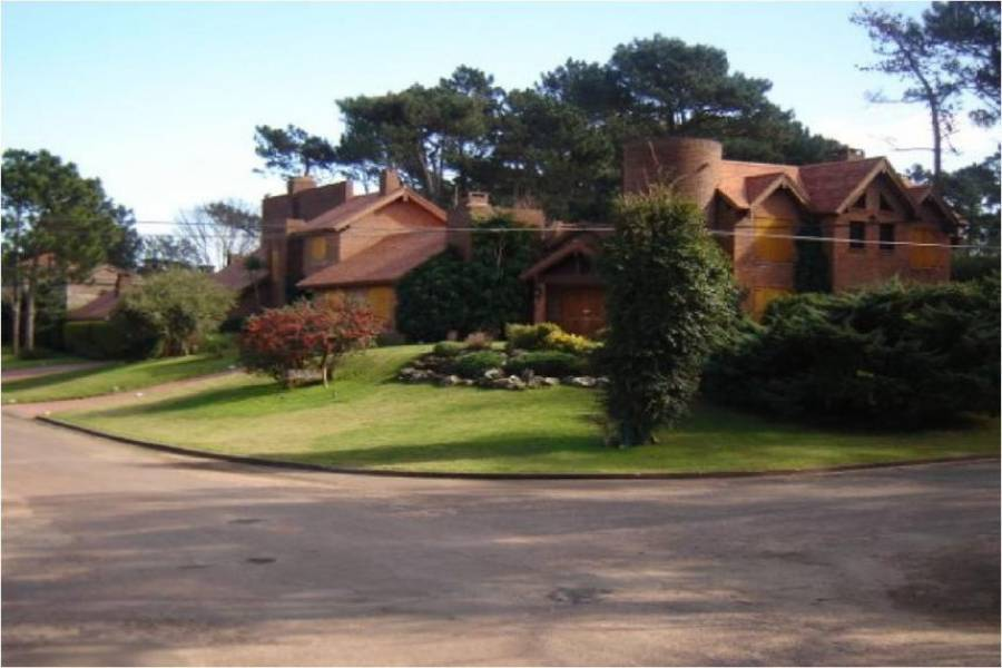 Maldonado, Uruguay, 6 Bedrooms Bedrooms, ,6 BathroomsBathrooms,Casas,Venta,41834