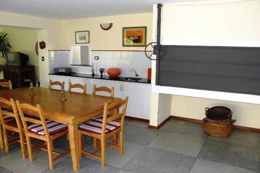 Punta del Este, Maldonado, Uruguay, 4 Bedrooms Bedrooms, ,3 BathroomsBathrooms,Casas,Venta,41864