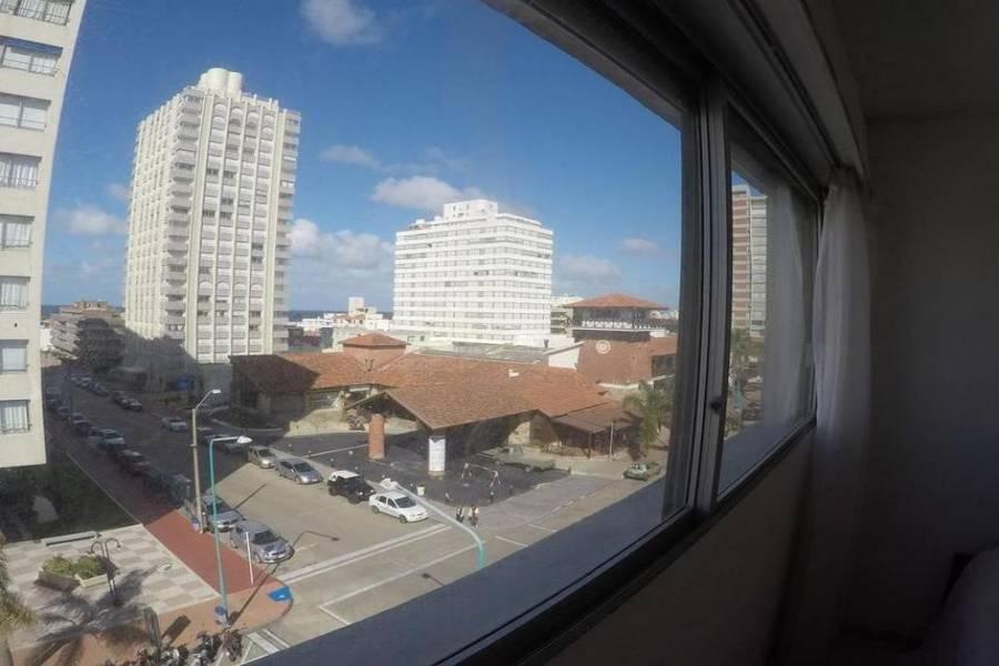 Punta del Este, Maldonado, Uruguay, 2 Bedrooms Bedrooms, ,1 BañoBathrooms,Apartamentos,Venta,41887