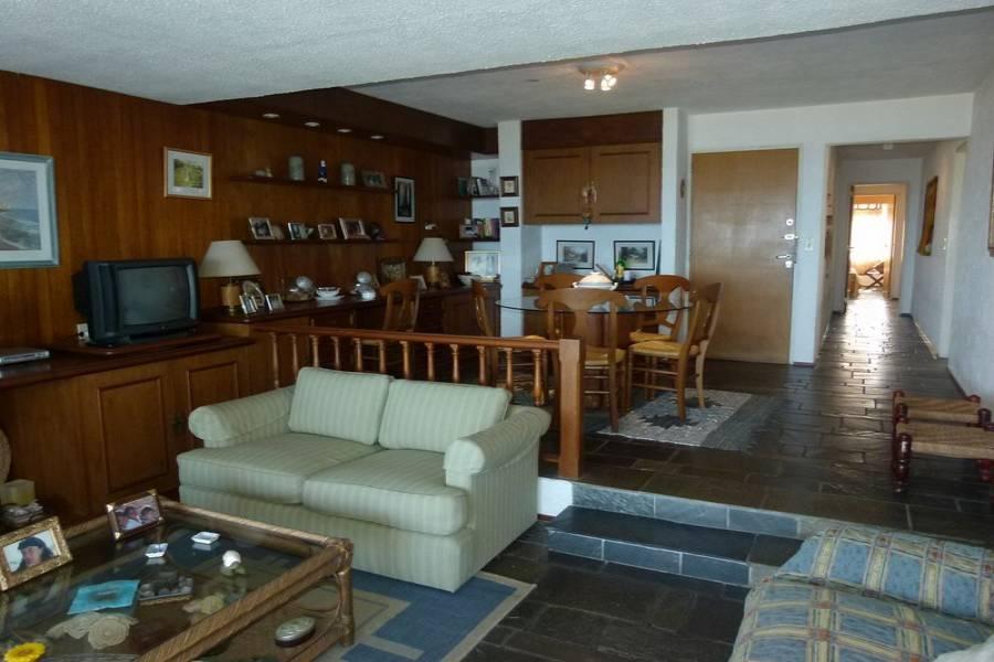 Punta del Este, Maldonado, Uruguay, 2 Bedrooms Bedrooms, ,2 BathroomsBathrooms,Apartamentos,Venta,42099