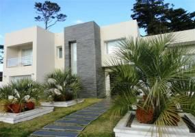 Punta del Este, Maldonado, Uruguay, 4 Bedrooms Bedrooms, ,5 BathroomsBathrooms,Casas,Venta,42181