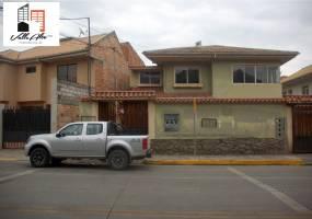 Cuenca, AZUAY, Ecuador, 9 Habitaciones Habitaciones, ,4 BathroomsBathrooms,Casas,Venta,General Escandon,2,42809
