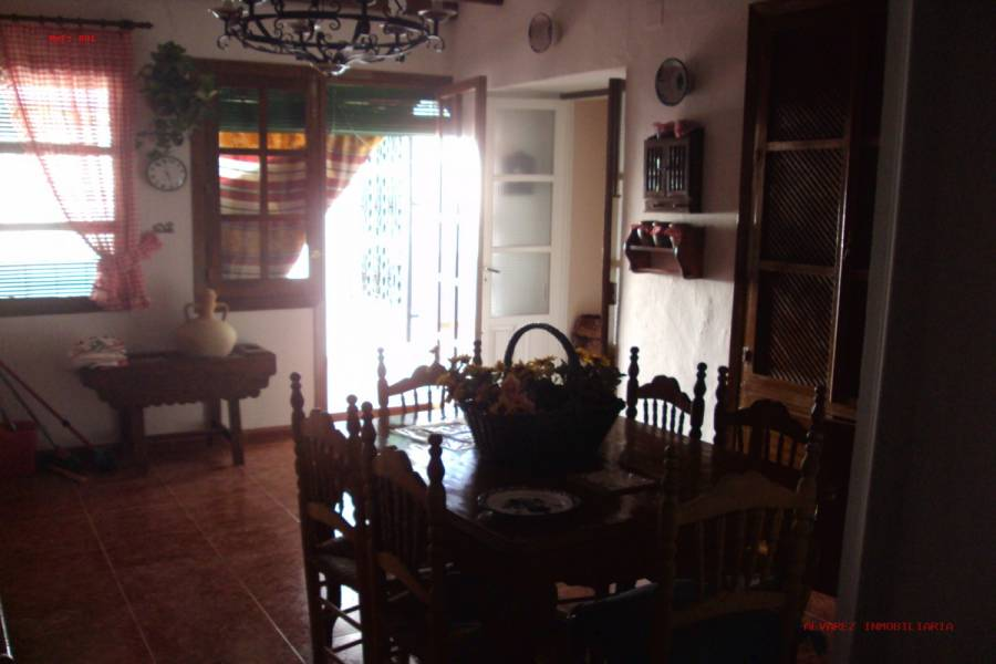 Salar,Granada,España,4 Bedrooms Bedrooms,2 BathroomsBathrooms,Pisos,4989