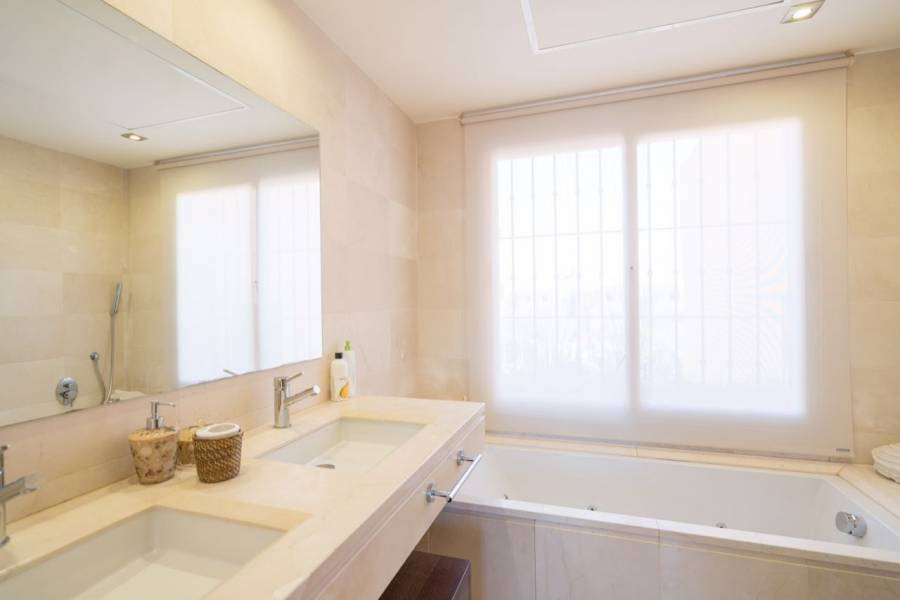 Mijas Costa,Málaga,España,4 Bedrooms Bedrooms,3 BathroomsBathrooms,Chalets,5112