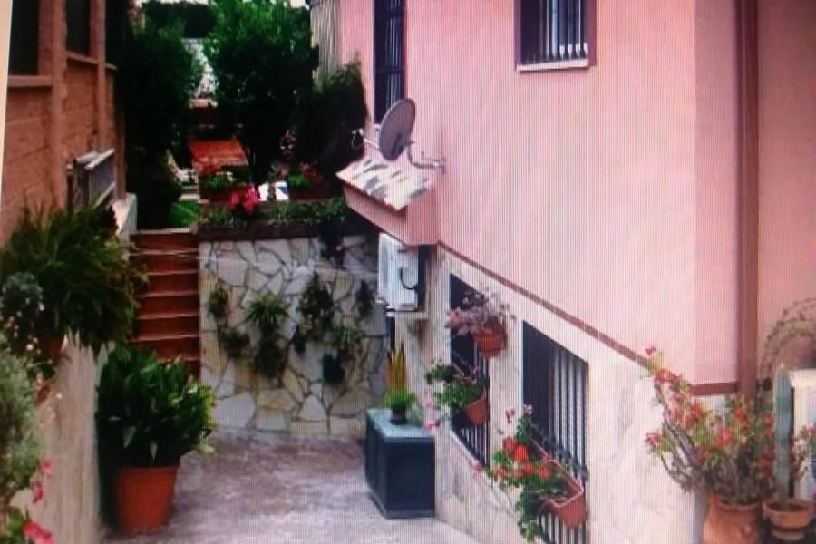 Alhaurín de la Torre,Málaga,España,2 Bedrooms Bedrooms,3 BathroomsBathrooms,Chalets,5160