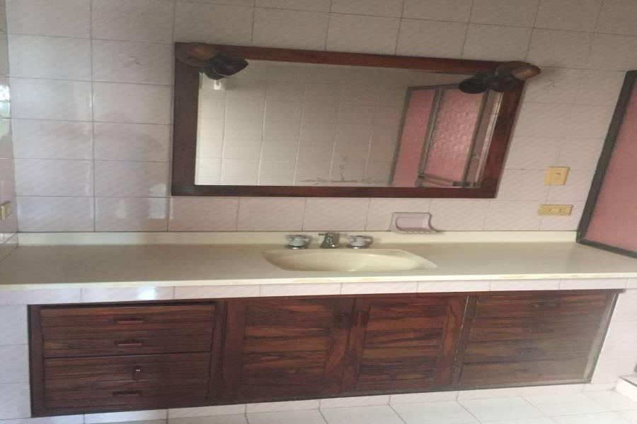 Cali,Valle del Cauca,Colombia,6 Bedrooms Bedrooms,4 BathroomsBathrooms,Casas,5422
